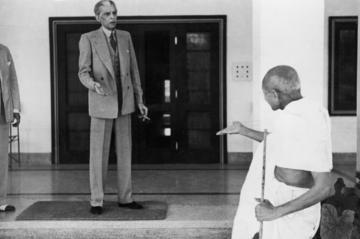 Photograph of Muhammad Ali Jinnah and Gandhi in seemingly quarrelsome mood (New Delhi, 1940)