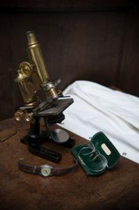 Microscope - (c) The Museum of the History of Science